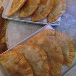 Pasteis de Camarao  et Pasteis Delirium (beef)