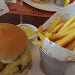 Burger com maionese de alho