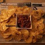 Nachos con queso y chili con carne