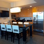 Great,full kitchen,and new barstools. Upscale cool!