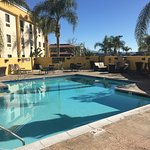 Outdoor swimming pool Best Western PLUS Colton