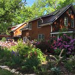 Photo de Goldberry Woods Bed & Breakfast Cottages