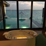 Glass bottom tub looking over the infinity pool to the ocean