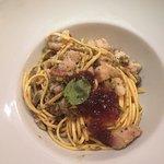 Tagliolini ricciola, pistacchio e tropea caramellata