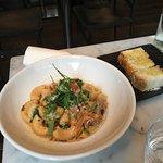 Vi va här och åt lunch en lördag i början på mars och testade varsin pastarätt; oxfilé, basilika