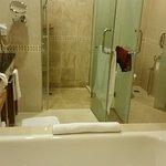 Baños muy grandes con WC separado