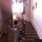 Très bel escalier d'accès aux chambres