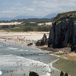 Hemosas playas abiertas para llegar a las olas con tu vehiculo