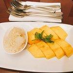 Dulce típico de arroz con mango