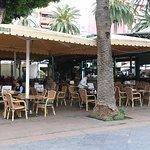 El famoso y concurrido bar Dinámico, en el centro de la Plaza del Charco