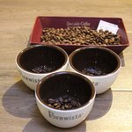 Cupping at Bajareque to taste the Coffee from Panama is an option for tourist