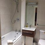 Admiral Rodney Hotel Bathroom