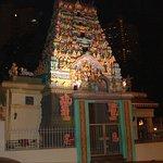 Gegenüber: Sri Layan Sithi Vinayagar Temple (Anbetungsgeräusche theoretisch ab 7 Uhr möglich)