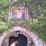 Είσοδος της Ι.Μ. Αγίας Λαύρας