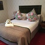 Photo de Coed-Y-Mwstwr Hotel