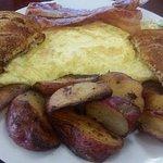 Omlet, homefries, bacon, toast!