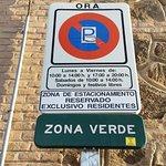 Señal de estacionamiento de zona verde