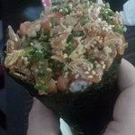temaki salmão c/ cebola frita