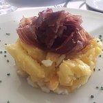 Huevos rotos con jamón ibérico