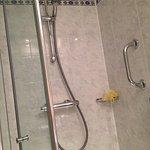 Shower with excellent massage head & good hot water pressure