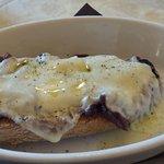 Crostone cipolla rossa e pecorino fuso