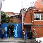 Tananarive: Hôtel-restaurant Sakamanga. En bleu, l'entrée du patio.