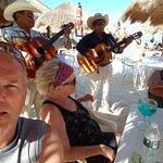 Foto di El Cantil Condo Resort