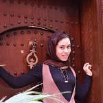 Ghizlane à la porte du Riad!!! Boussalik