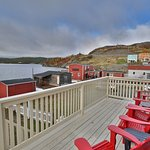 Cove Cottage Ocean front Patio. One minute walk to restauranr.