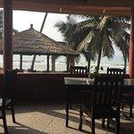 Coconut Grove Beach Resort Foto