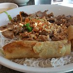 Rice vermicelli with pork and spring rolls 2
