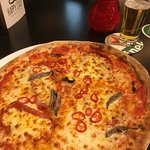 Pizza fiama met anchovies