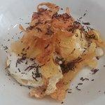 Huevos con patatas y trufa (exquisito)