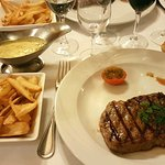 300g beef, french fries and béarnaise sauce