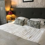Great bedroom and even some champagne! Wonderful weekend!