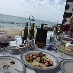 Jeden Mittag mit Blick aufs Meer sehr lecker Fisch gegessen