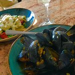 Mussels, Artichokes with Manchego Cheese and a great glass of Verdejo !
