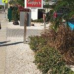 Photo de Guppy's on the Beach
