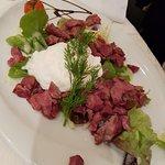Salade de gésiers et son œuf poché au vinaigre de framboise