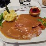 Le jambon à l'os braisé à la crème de foie gras