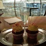 Sparkling wine and delicious butter icing cupcakes