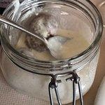 Cotechino laccato al miele con fonduta di formaggio