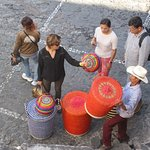 Zocolo basket seller