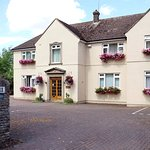 Bridge House B&B - Reception & Free Parking Spaces - Full English Breakfast Included