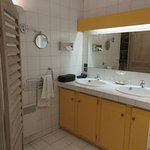 L'Eveche, bathroom