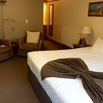 Loved my stay at Central Ridge! The staff is very friendly and accommodating. Comfortable bed, h