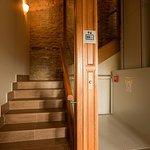Agroturismo Arkaia, elevador para acceder a la primera planta y así conseguir un edificio adapta