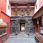 Photo de Golden Temple (Hiranya Varna Mahavihar)