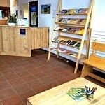 Documentation touristique à disposition, espace de lecture