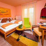 Zimmer mit Balkon, Sat-TV, WLAN, Bad DU WC